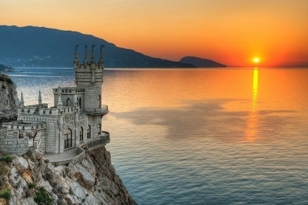 Swallow's-Nest-Palace-Crimea-Ukraine.jpg